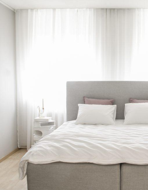 skimra måttillverkad gardin vit