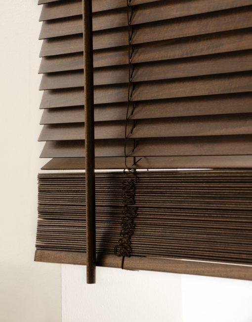 Träpersienn In Time, lamellbredd 27 mm, kaffe