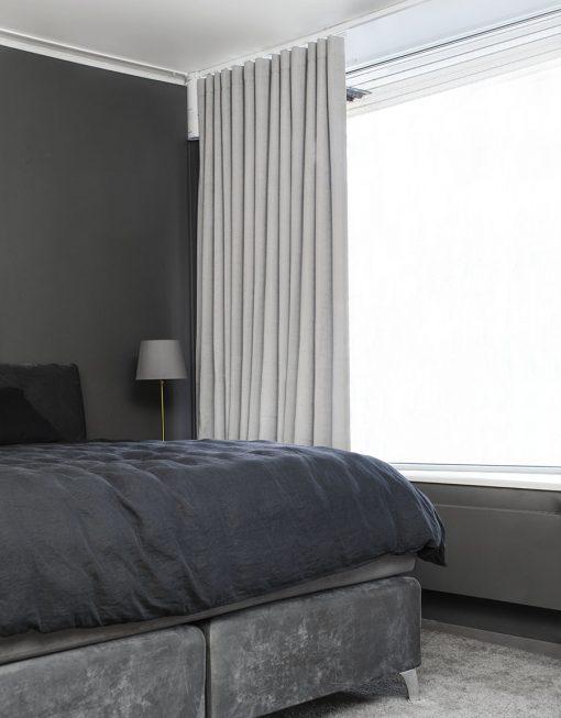 Måttillverkad hotellgardin Coola, skuggningsgardin (80% mörkläggande), ljusgrå